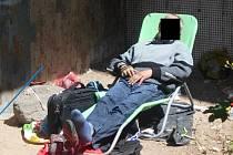 Bezdomovec spal v zadním traktu gymnázia na Severní Terase.