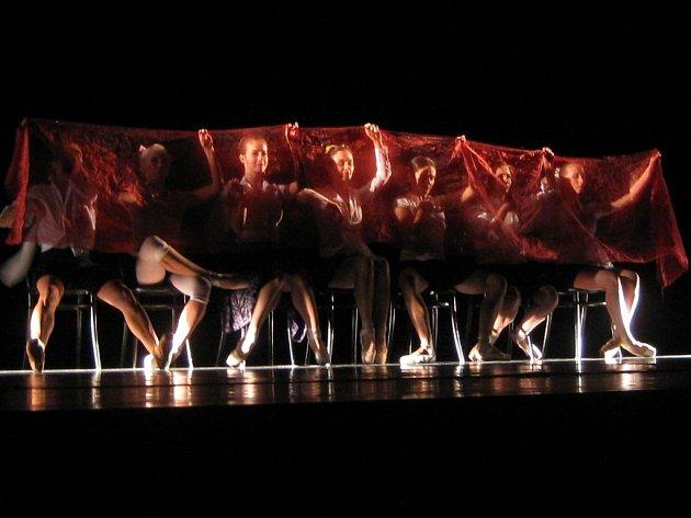 Severočeský balet se na česko-německém festivalu Divadelní podzim prezentoval klasickými tanečními miniaturami.