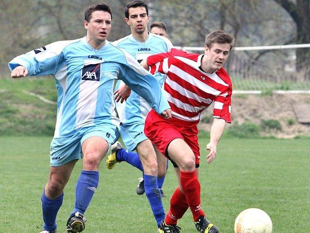 Fotbalisté Brné (vpravo Večeřa) letos ovládli 1.B třídu.
