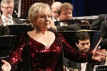 Koncert Evy Urbanové v ústeckém divadle.