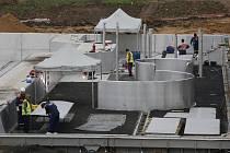 Jednou z nejočekávanějších událostí v Ústí v roce 2020 je otevření venkovního koupaliště na Klíši. Fotografie, jak vypadaly práce na koupališti koncem listopadu.