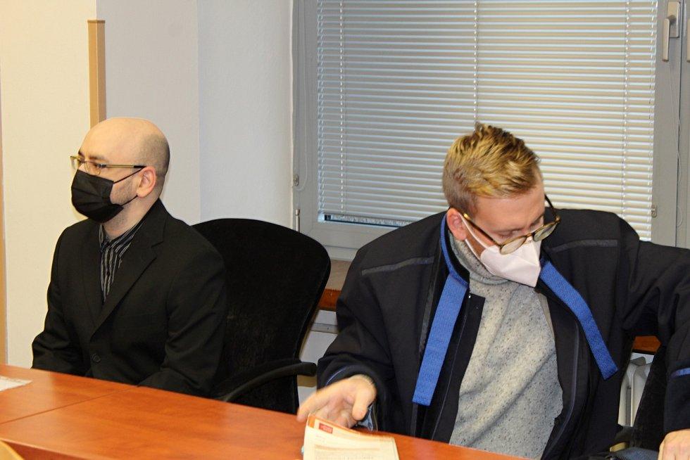 Pavel Turczyn obžalovaný z podpory a propagace terorismu u Krajského soudu v Ústí nad Labem se svým obhájcem