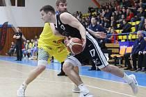 Basketbalový zápas mezi Ústím nad Labem a Nymburkem.