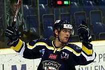 Hokejisté Ústí (modro-žlutí) doma porazili Prostějov 3:2.