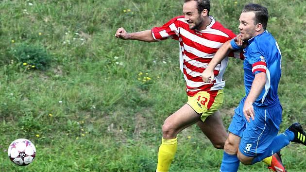 Fotbalisté Brné (pruhovaní) v 1.A třídě řádí.
