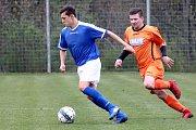 Béčko Chlumce (modrobílí) prohrálo se spojeným mužstvem Petrovic a Tisé (oranžoví) 1:4. Okresní přebor 2018/2019