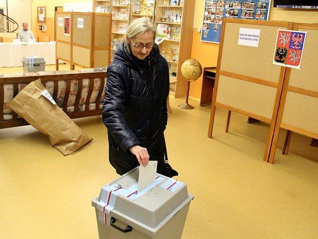 Věra Vyskočilová zústecké periferie, ze všebořického sídliště, prozradila, že volit prezidenta je snazší, než volit do poslanecké sněmovny nebo do senátu.