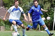 Fotbalisté Chuderova (modří) doma porazili Trmice 2:0.