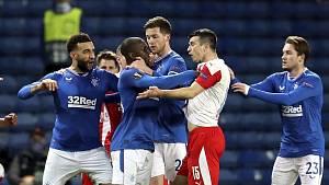 Kúdela podle UEFA Kamaru rasisticky urazil.