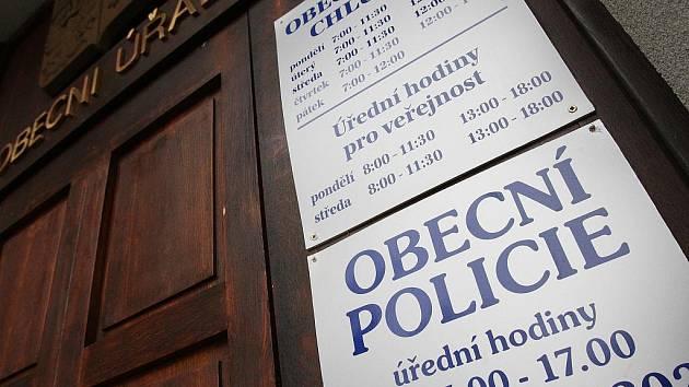 Obecní úřad a policie Chlumec. Ilustrační foto.