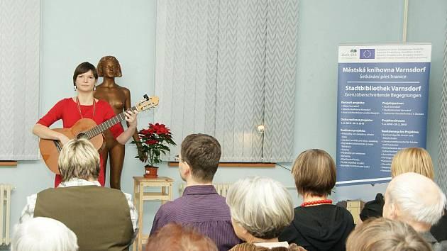 Talentovaná lužickosrbská písnickárka Lydije Jaworkec nedávno vydala své první CD s názvem Božemje.