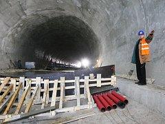 Na snímku v prackovickém tunelu je Pavel Lány, který na dostavbu D8 dohlížel 17 let.
