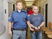 Tři muži z Ústecka, kteří obchodovali s drogami, stanuli v pondělí před ústeckým krajským soudem.
