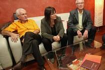 Josef Matějka (vlevo) s neštěmickou starostkou Yvetou Tomkovou a bývalým primátorem Josefem Zikmundem