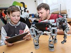 V ZŠ Neštěmická v Ústí nad Labem mají nově vybudovanou učebnu robotiky.