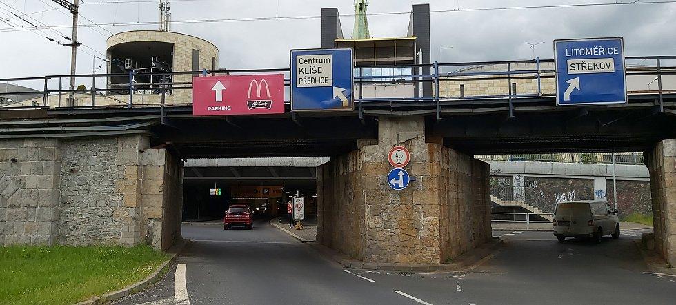 Nejvíce dopravních nehod v Ústeckém kraji se odehrává v lokalitě u výjezdu z ústeckého obchodního centra Forum a v jeho okolí.