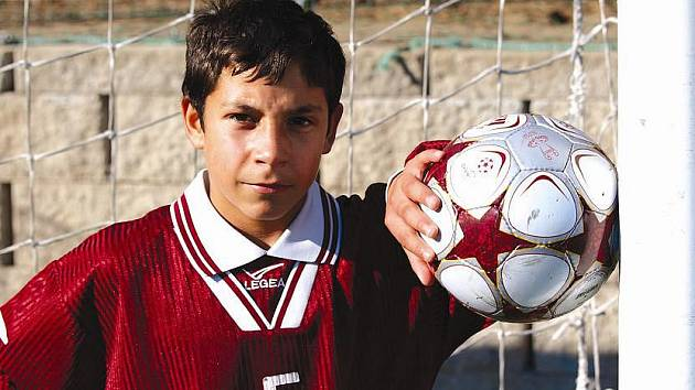 Dvanáctiletý Mirek Duna to s míčem umí.