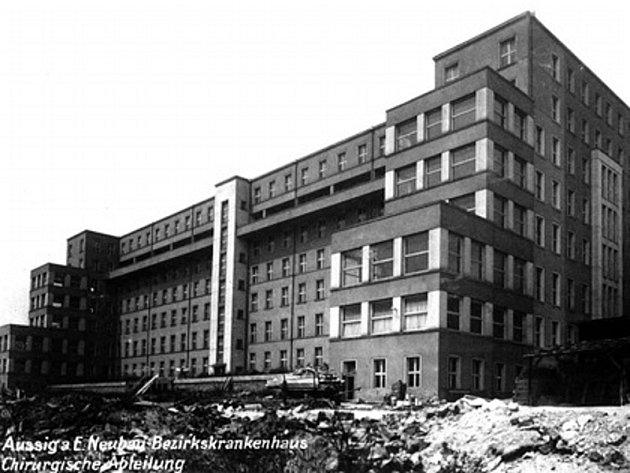Stávající areál porodnice, který by měla nahradit nová budova.