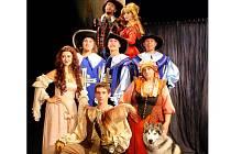 Snímek ze hry Tři mušketýři litvínovského Docela velkého divadla, kterou uvidí i mezinárodní přehlídka Divadelní podzim 2011.