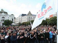 Demonstrace, nebo politický mítink?