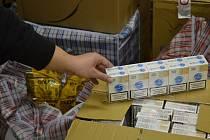 Celníci zajistili také větší množství tabáku, cigaret a lihovin.