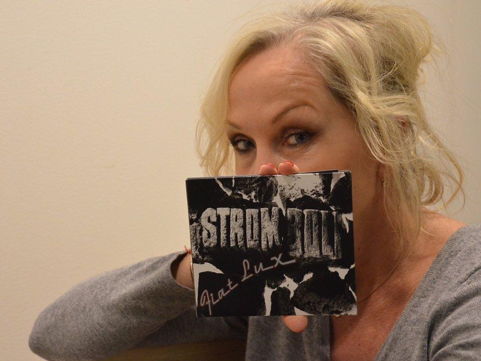 ZPĚVAČKA BÁRA BASIKOVÁ s nejnovějším albem rockové skupiny Stromboli.
