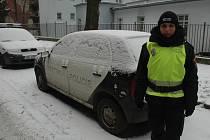 STRÁŽNICI Vlastu Honzajkovou před zimou ochrání teplá kombinéza i zimní boty.