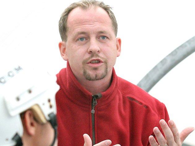 Trenér Jaroslav Pavlík.
