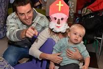 Prvního letošního Mikuláše viděly děti v Doběticích.