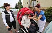 V Domově pro seniory ve Velkém Březně mají pro klienty nový dopravní prostředek, cyklorikšu