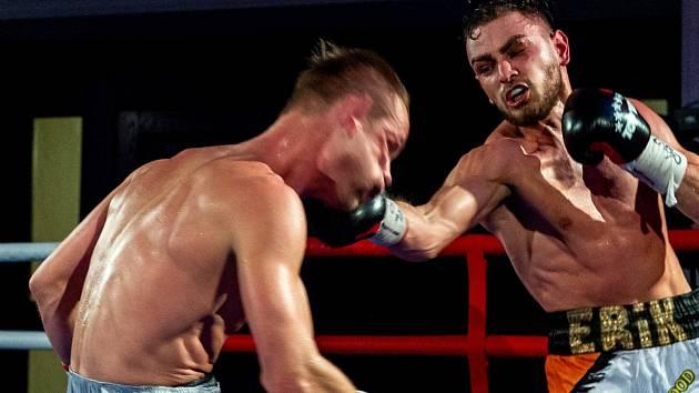 Erik Agateljan v titulovém zápase o mistra ČR v superlehké váze v rámci Save Boxing 2021 na ústecké Větruši.