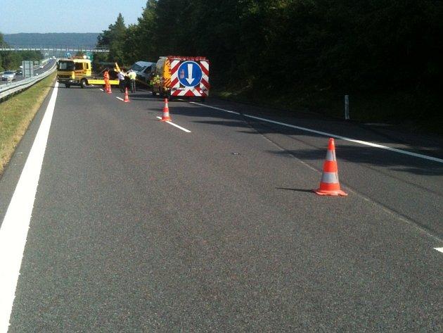 Dopravní nehoda zablokovala dálnici z Teplic do Ústí nad Labem.