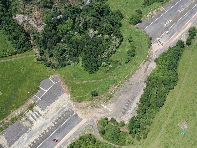Sesuv půdy na stavbě dálnice D8.