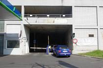 Garáže pod Mariánskou skálou převzalo město v roce 1998. Loni se ztráta za jejich provoz vyšplhala přes 400 tisíc korun.