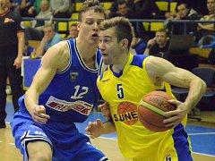 Michal Čarnecký v zápase s USK Praha.