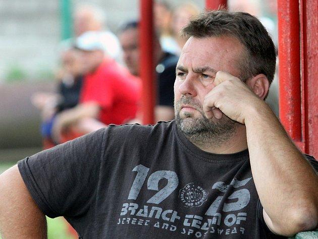 Trenér Libouchce Václav Strádal.