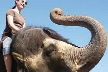 Hana Randáková si osedlala slona