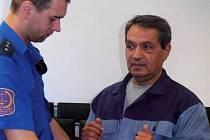 Odsouzený stále žádá obnovu procesu.