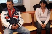 Marian a Natálie u soudu.