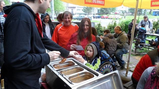 Milujete český hovězí gulášek? A kde jste byli, když v sobotu hostila hospůdka Tipka 0. ročník gulášové soutěže?