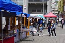 FARMÁŘSKÉ TRHY se u obchodního centra Forum konají každý čtvrtek.
