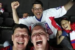 Ze zahrádek restaurací nebo hospod budou povzbuzovat někteří sportovní fanoušci na jihu Moravy české hokejisty při zápasech na mistrovství světa v lotyšské Rize. Ilustrační foto.