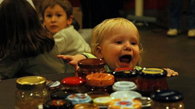 Středohorské jammování: Porotci a návštěvníci vítěze vybírali z 22 marmelád.