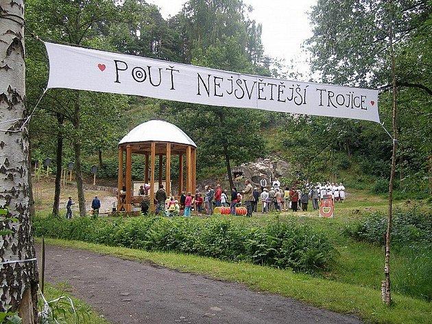 Procházku krásnou přírodou nebo jen relaxování nabízí okolí Kamenického Šenova.