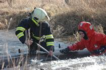 Záchranáři pokračují v pátrání po chlapci i druhý den.