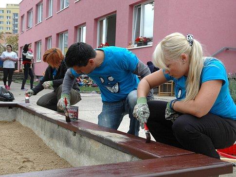 Vedle finančních prostředků pomohli dobrovolníci i s fyzickými pracemi.