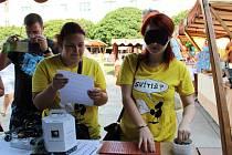 Veletrh sociálních služeb na Lidickém náměstí.