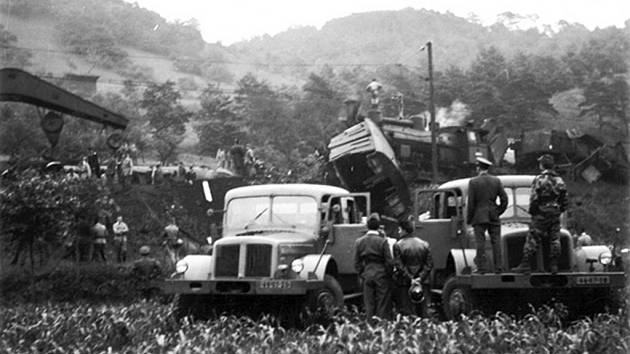 Snímek z nehody, použitý v tehdejším komunistickém deníku Průboj.