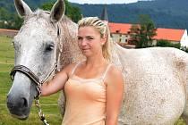 Simona Miklószyová s koněm Shargan.