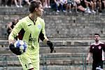 Korona Cup východ - Fotbalisté Neštěmic (rudočerní) podlehli mladíkům Mosteckého fotbalového klubu (modrobílí) 2:3.